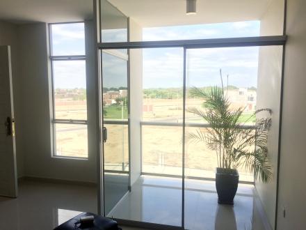 Consigue tranquilidad y modernidad al comprar tu for Decoracion balcon departamento