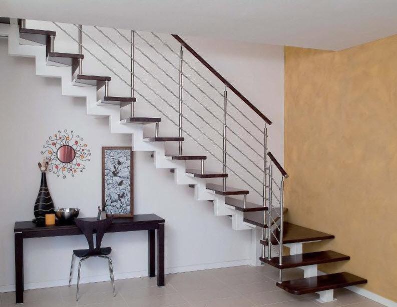 Las escaleras en casa ja constructores for Escalera de metal con descanso