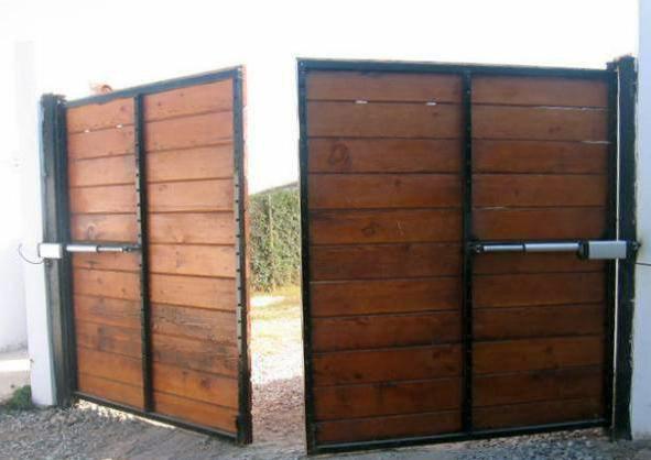 Portones en fachada suman a la belleza y seguridad ja for Portones madera rusticos