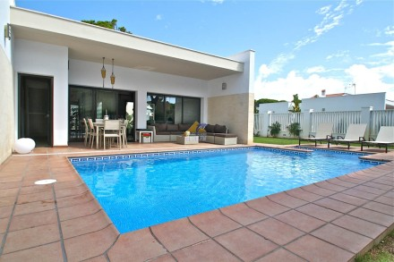 casa-con-piscina A